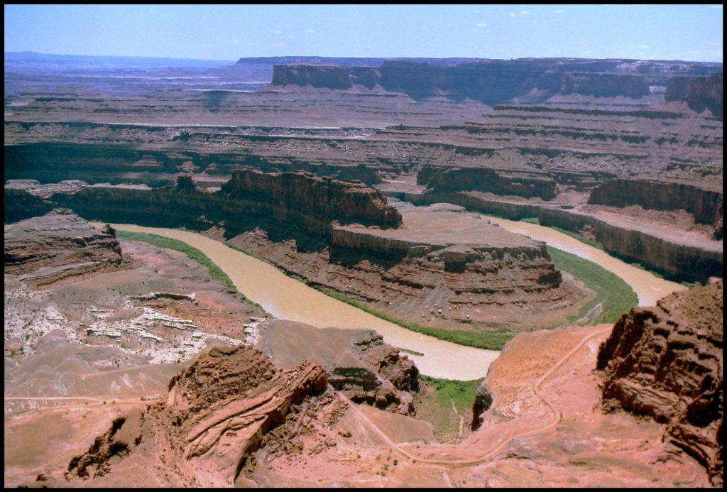 dead horse point cliffs and colorado river